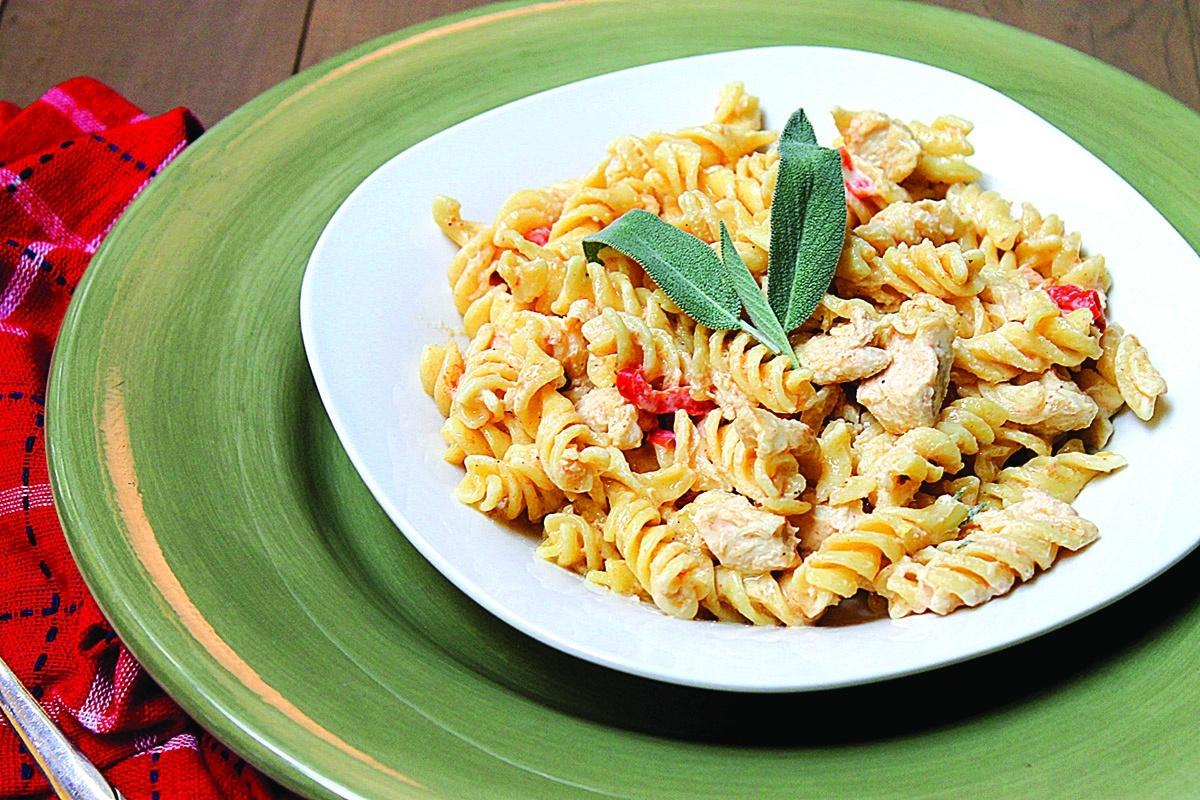 Pasta with Chicken and Gorgonzola