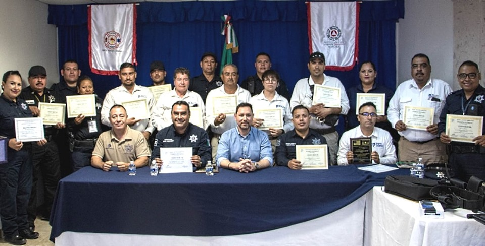 Mayor Presents Awards to Public Safety and Tourist Assistance Unit Officers